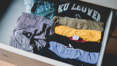 Kombinera jeans med t-shirt med tryck